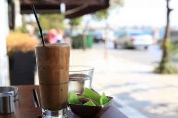 Cafe frappe – grecki sposób na kawę mrożoną