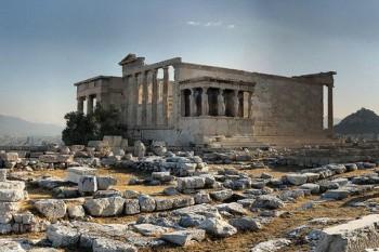 Akropol skąpany w gorącym słońcu